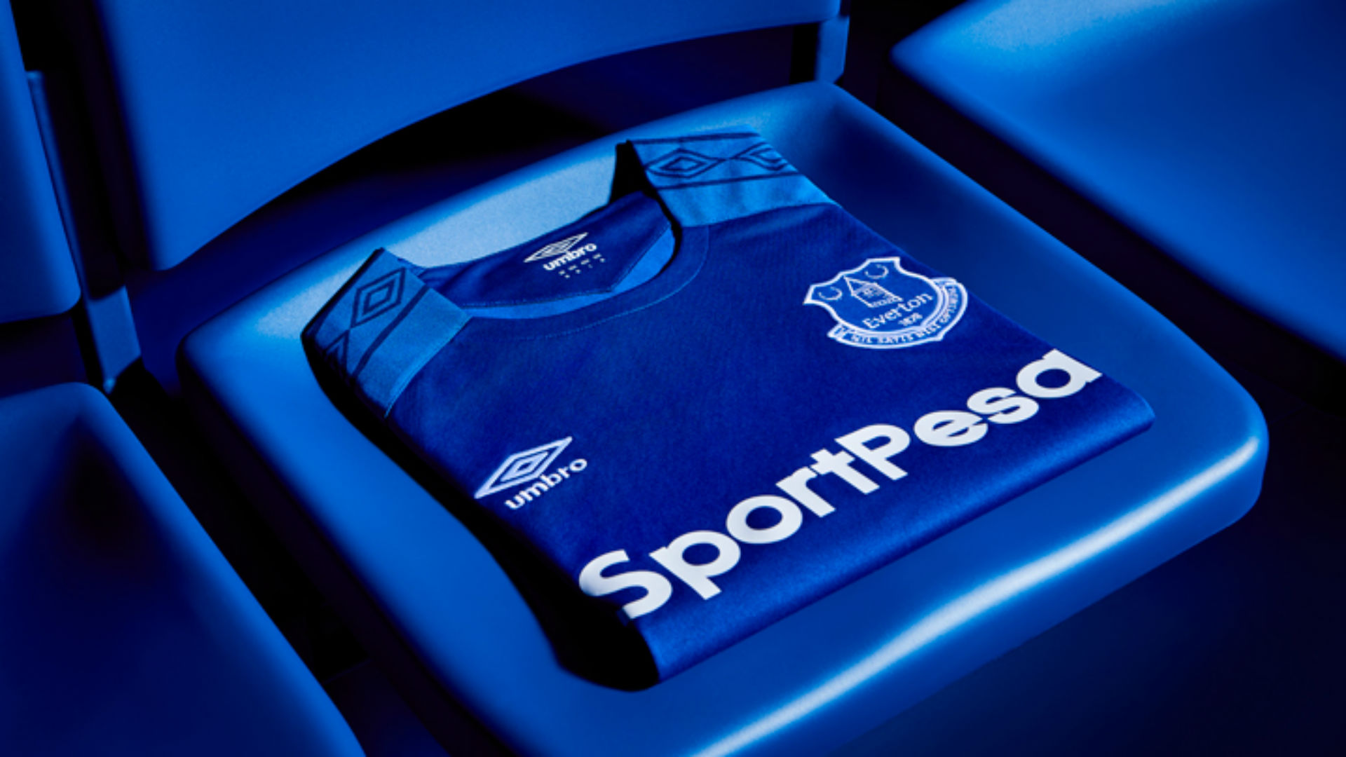 Everton home kit 1718