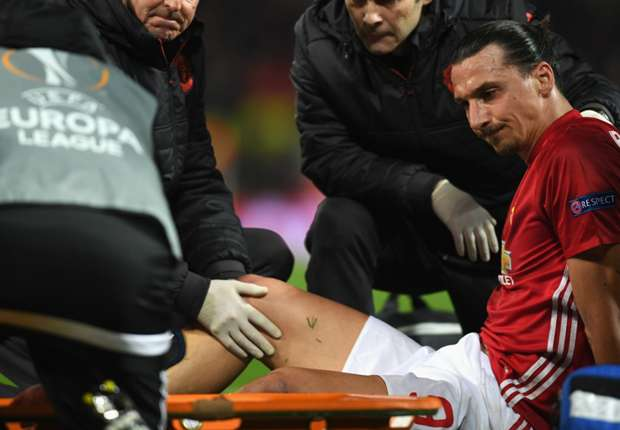 Man Utd star Ibrahimovic limps off with knee injury