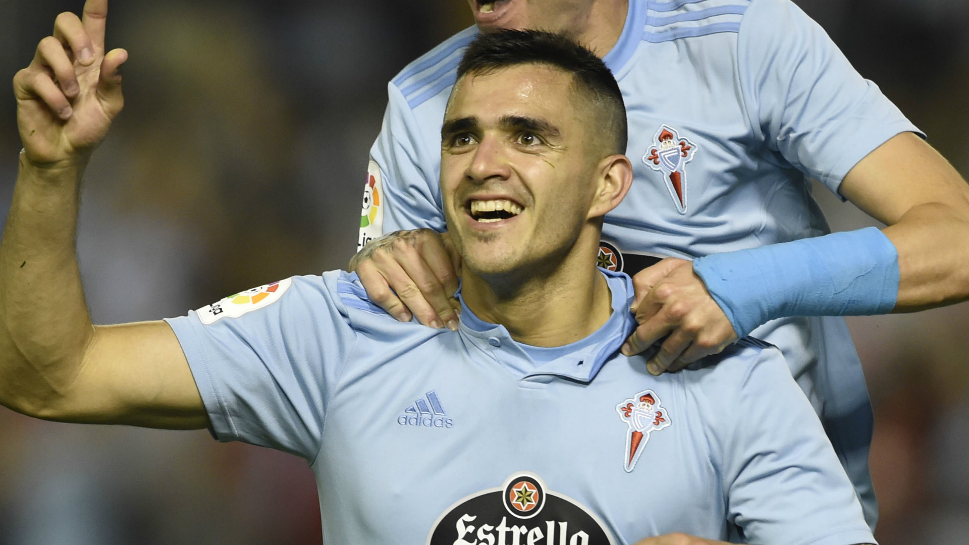 Maxi Gomez completes Valencia transfer after agreeing five-year deal
