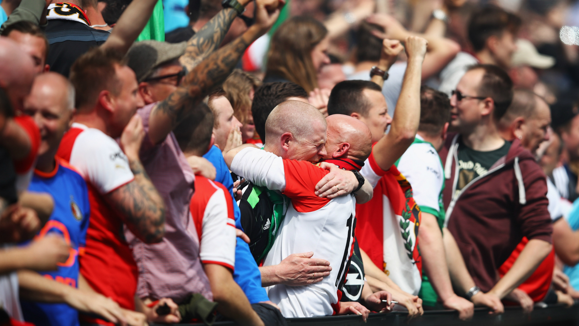 Dirk Kuyt scored a hat-trick as Feyenoord won the Eredivisie title