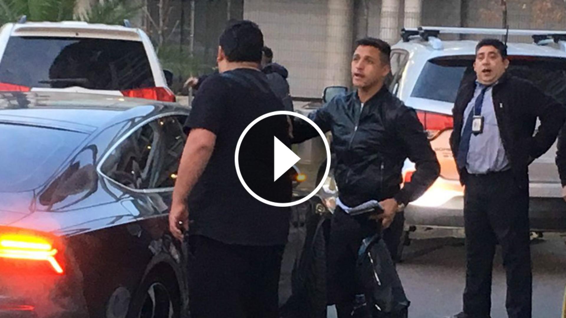 Alexis Sánchez llegó a Santiago este viernes