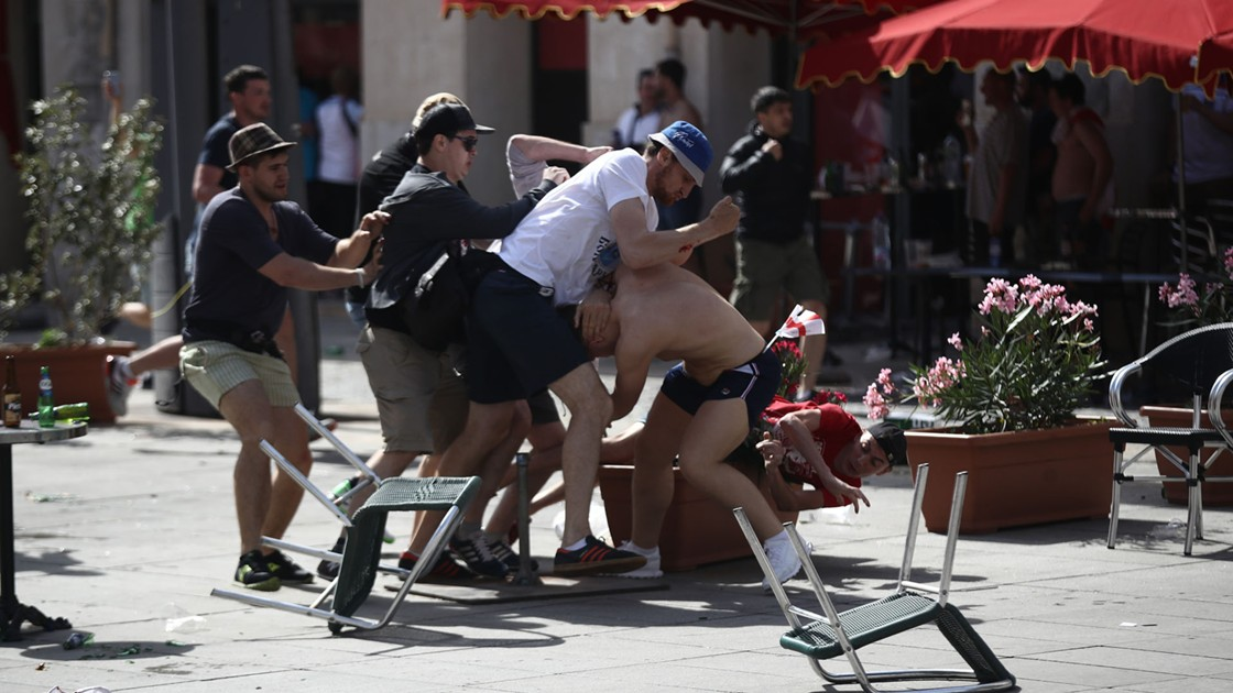 http://images.performgroup.com/di/library/GOAL/f2/ba/english-russia-violence-in-marseille_1lzl2g2xuoqez1738f0xxxwpym.jpg?t=1078593405&quality=90&h=630