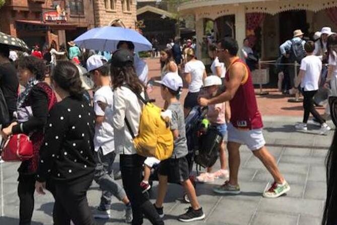 Carlos Tevez Disney 15042017
