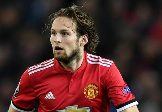 Man Utd Transfer News Daley Blind Ignoring Exit Talk Despite Threat