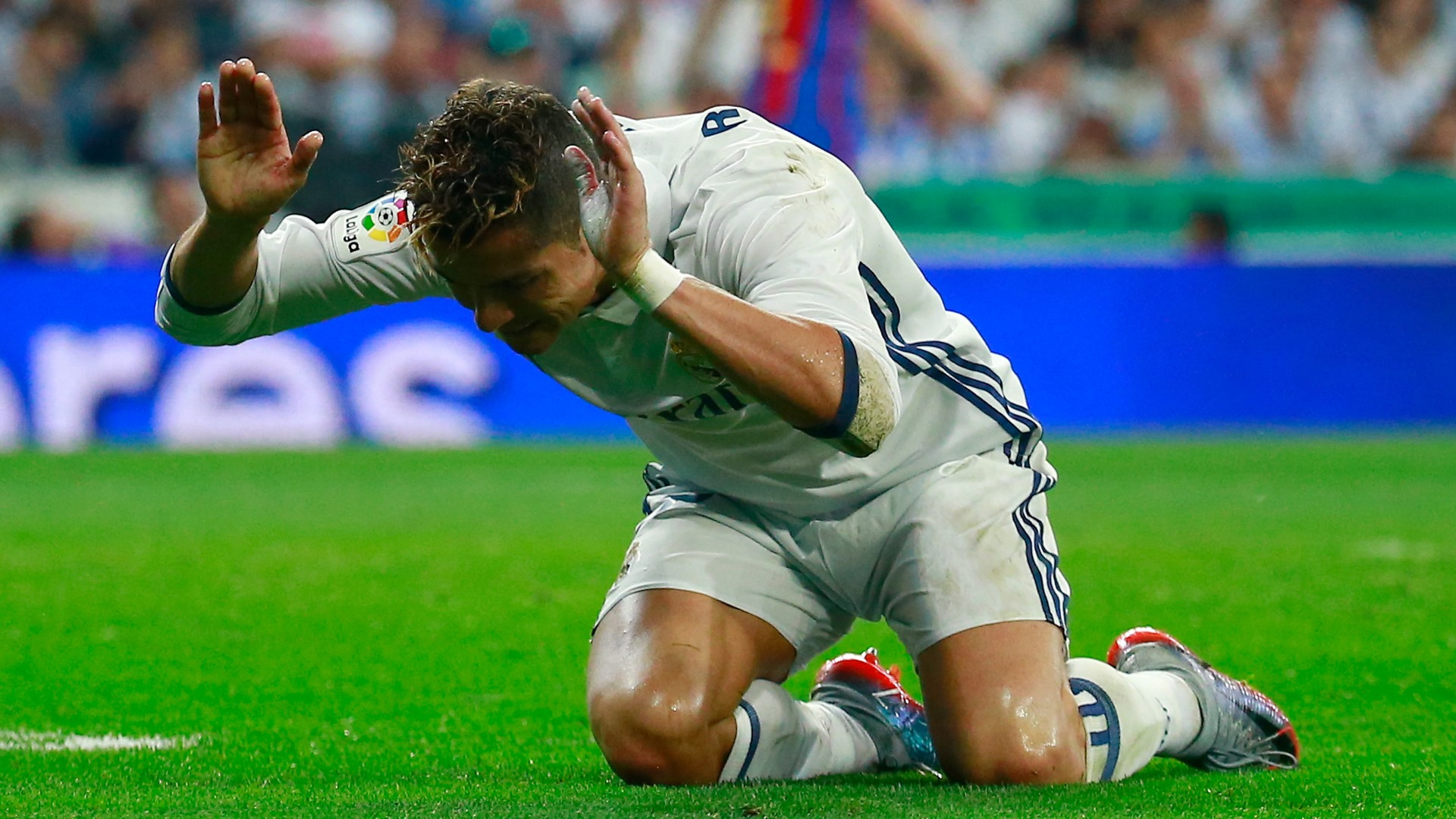 Real Madrid & Wales striker Gareth Bale sidelined by calf injury