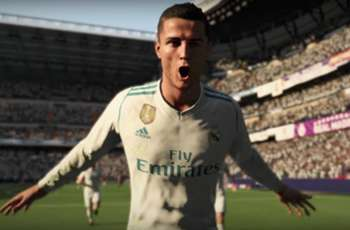 Ronaldo celebrates No.1 ranking on FIFA 18