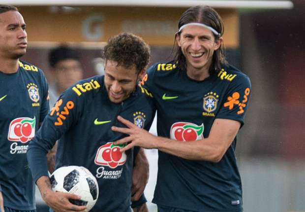 VIDEO: Neymar nutmegs Filipe Luis in Brazil training