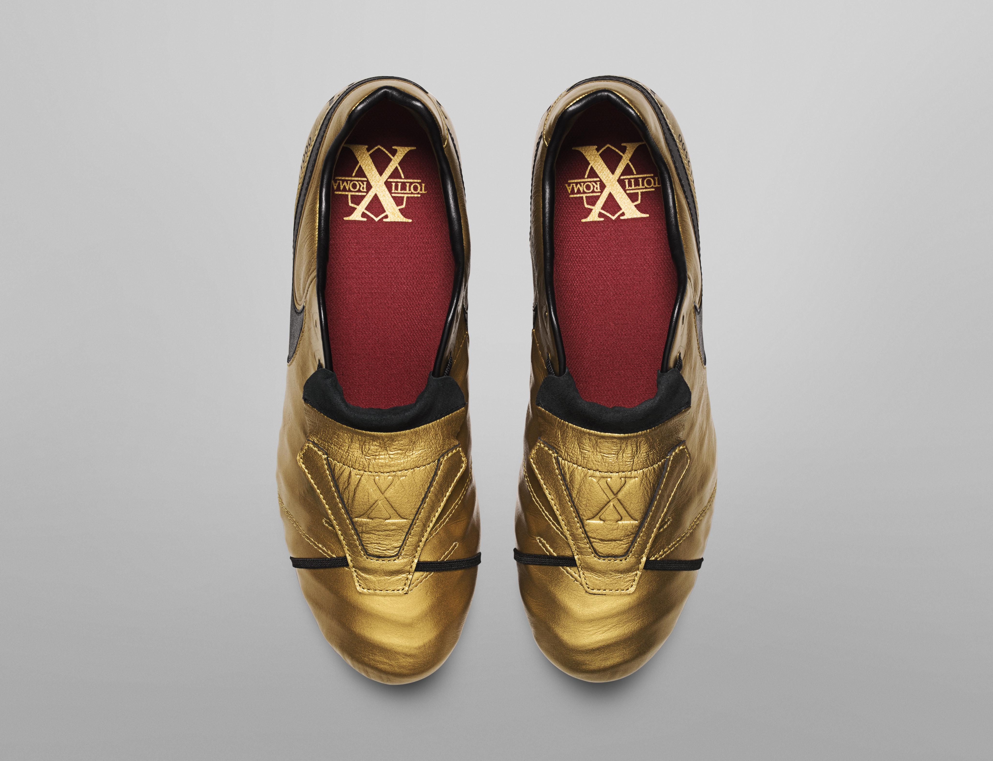 Totti e Nike presentano le scarpe speciali: edizione limitata da 2.500 pezzi