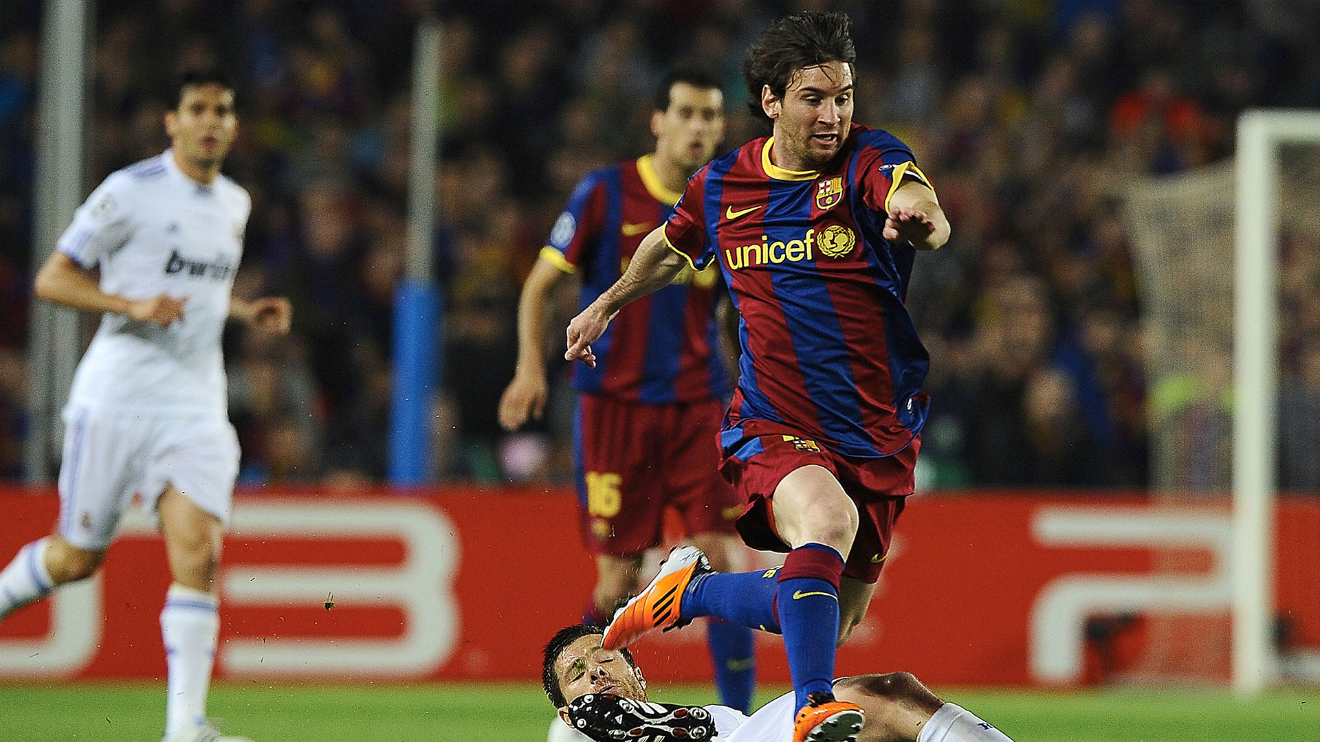 Messi rides a Xabi Alonso challenge