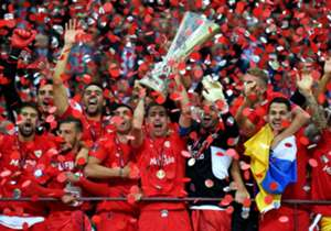"Sevilla lift the Europa League trophy <a href=""http://www.beonewithyourteam.goal.com"" target=""_blank"">#BeOneWith_Sevilla</a>"