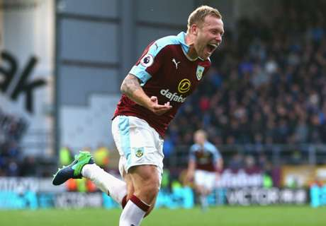 Late Burnley strike sinks Everton