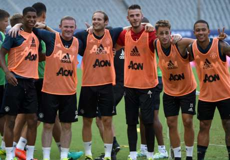 WATCH: Man Utd play football-tennis