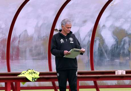 Mourinho 'cold' and 'distant' at Man Utd