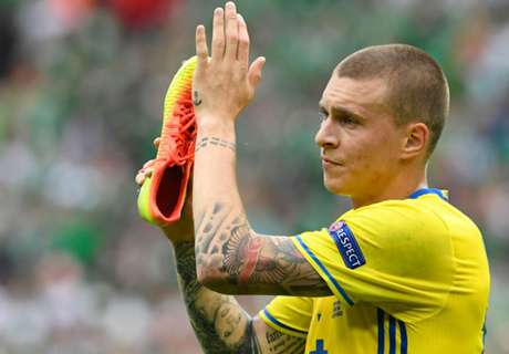 Man Utd sign Lindelof for £40m