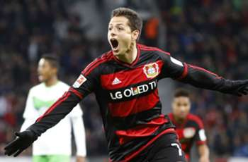 Javier Hernandez posts photo of broken hand, anticipates return in two weeks