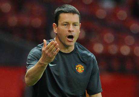 Coach quits after 28 years at Man Utd