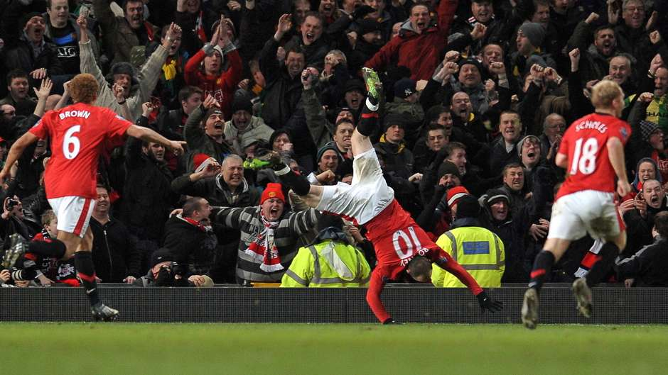 Wayne Rooney celebrates after scoring for Manchester ...