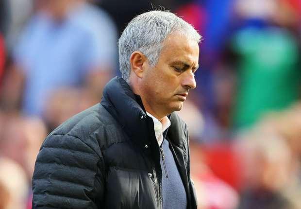 Neville minta United setia pada Mourinho