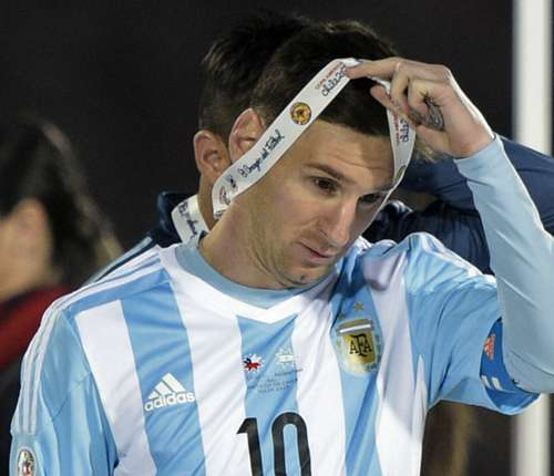 Messi không giữ được bình tĩnh trước những lời chỉ trích