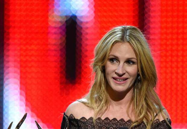 Old Trafford drama as Julia Roberts watches Manchester United