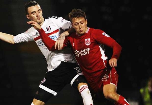 Malone (kiri) didatangkan Huddersfield dari Fulham di musim panas ini.