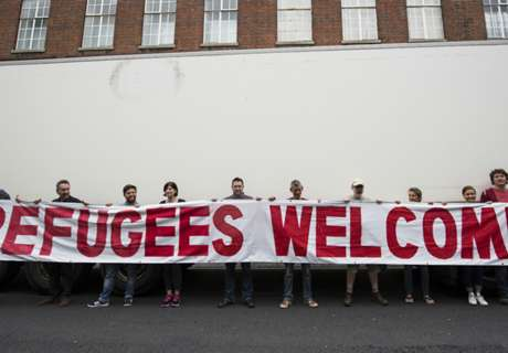 QPR lay on coaches for refugees