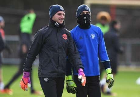 One in, one out as Utd change GKs