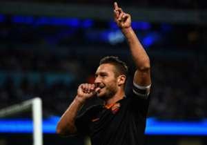 Francesco Totti, si appresta a giocare la sua ultima gara in A. Goal ha disegnato la Top 11 di coloro che il 28 marzo del 1993, data del suo debutto, ancora non erano nati.