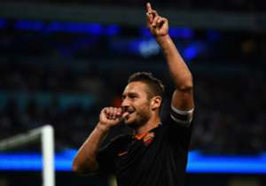 Francesco Totti, die dinsdag veertig jaar is geworden, debuteerde al in maart 1993 bij AS Roma. Dit is het sterkste elftal van spelers die daarna pas zijn geboren.