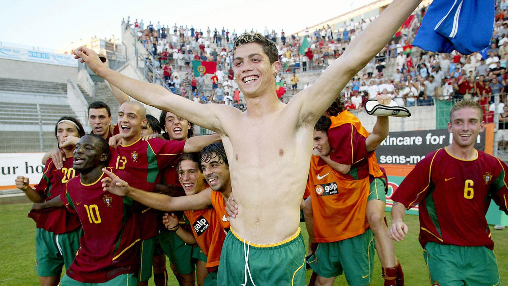 il y a 15 ans  cristiano ronaldo d u00e9butait avec le portugal