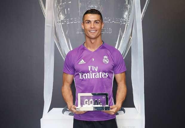 Cristiano Ronaldo Penyerang Terbaik Dunia 2016