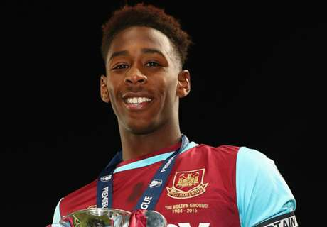 West Ham's Oxford seals Gladbach loan