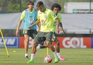 Neymar Kaka Willian Brazil 02092015