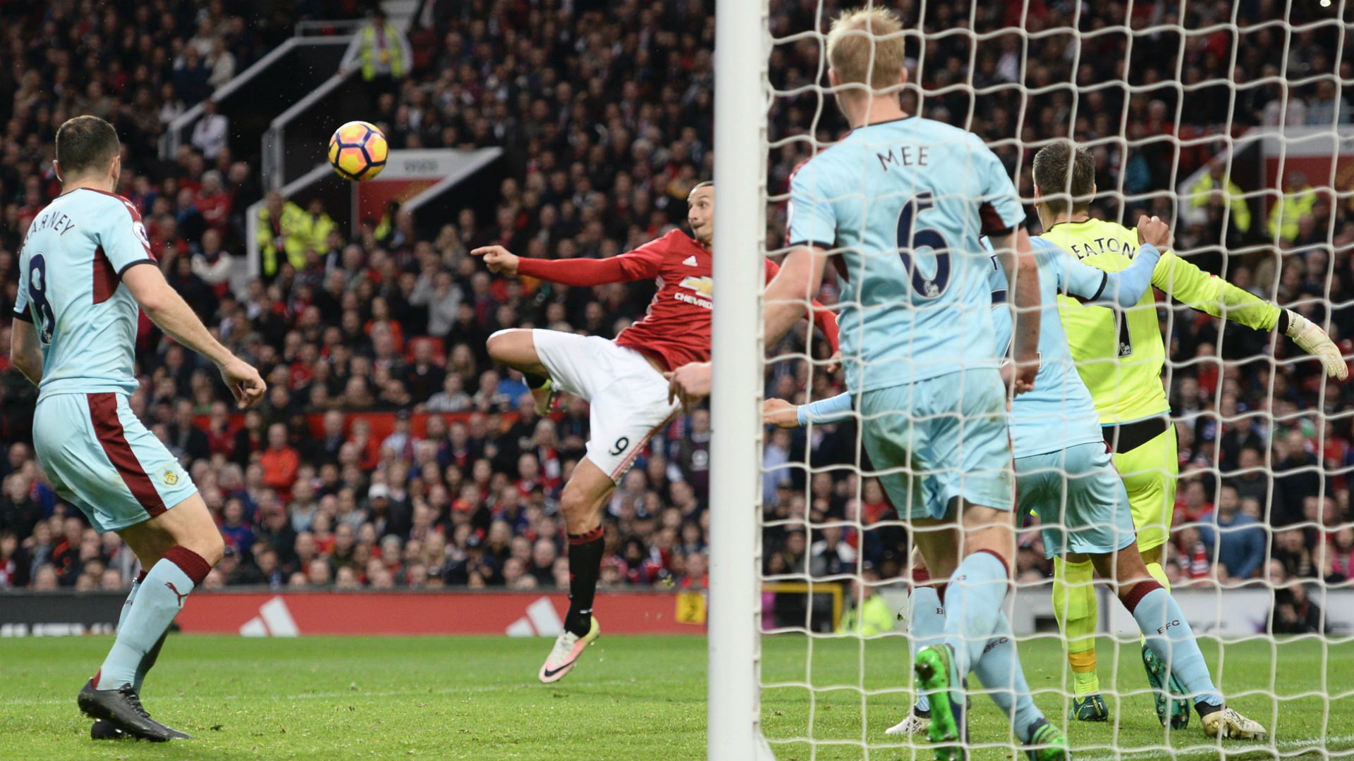 http://images.performgroup.com/di/library/GOAL_INTERNATIONAL/9b/5e/ibrahimovic-manchester-united-burnley_4egevxgapt201kx3mpcvdwj4q.jpg?t=286443504&w=620&h=430