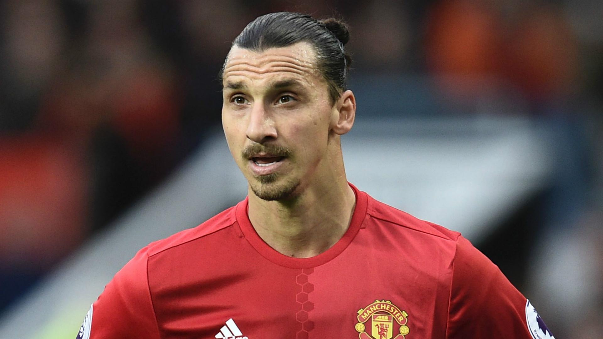 Ibrahimovic restera à Manchester une saison de plus