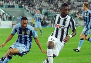 Il 24enne Elia arriva a Torino per 9 milioni di euro, pronto a fare definitivo salto di qualità della sua carriera nella prima Juventus di Conte. Peccato, però, che il rapporto tra lui e il tecnico bianconero fu praticamente nullo: tra difficoltà di li...