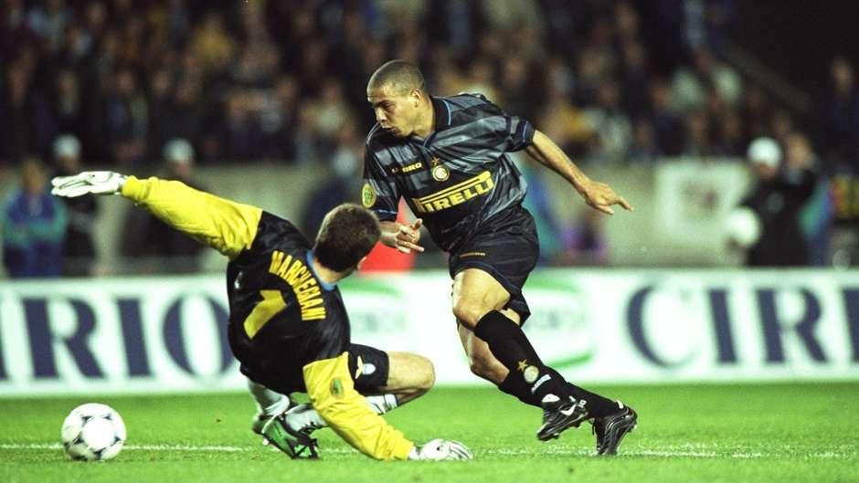 1998-uefa-cup-final-ronaldo-inter-milan-lazio_1iw7q69yp11pn1ts5rpt4kpf4w.jpg?t=-2127626495&w=940