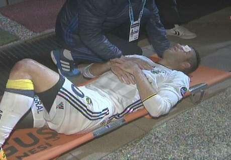 Van Persie suffers horrific eye injury