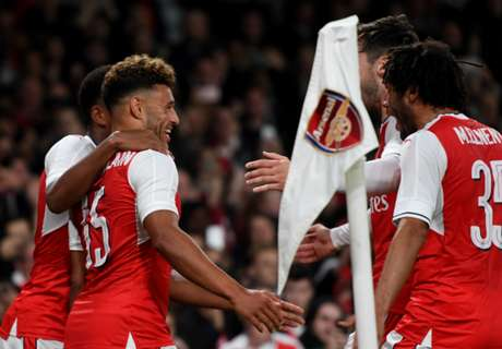 Arsenal down Reading to reach quarters
