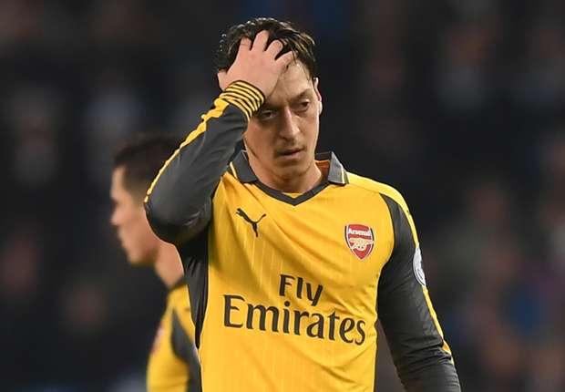 Misfiring Ozil needs to regain his confidence, admits Arsene Wenger