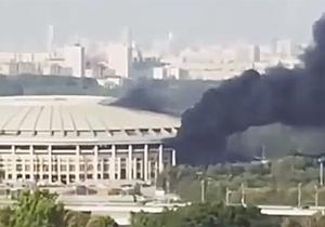 Stadion Luzhniki terbakar.