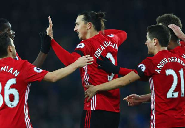 Everton 1-1 Manchester United: Last-minute Baines penalty pegs back visitors