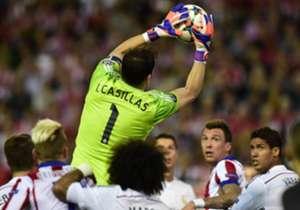 CASILLAS | 2.5 | El portero del Real Madrid volvió a dar muestras de inseguridad. Pudo hacer más en el gol de Juanmi.