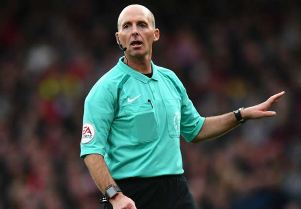 Mike Dean to referee Manchester derby clash