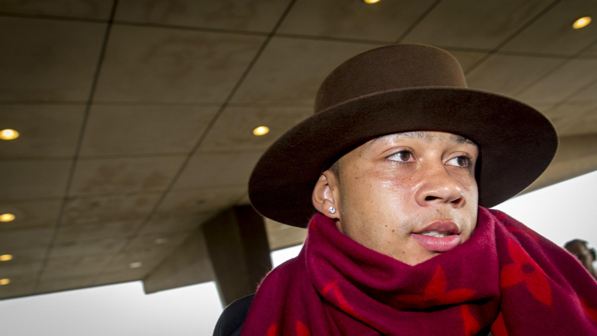 Ко Адриансе: Депай прибыл на сбор в костюме перуанского флейтиста