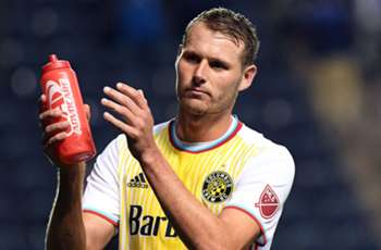 Columbus Crew re-sign forward Adam Jahn