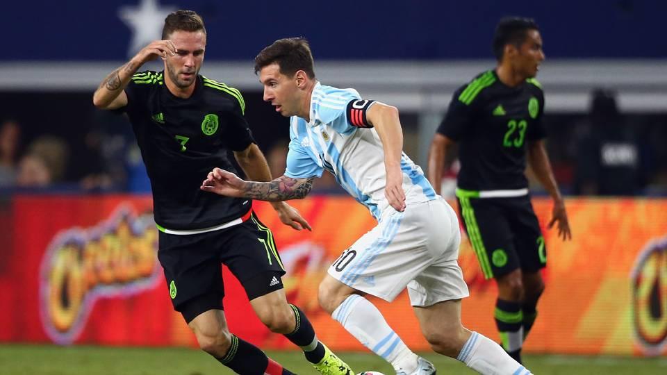 Lionel Messi Miguel Layun Argentina Mexico 09082015