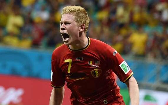 De Bruyne gemilang, Belgia menang.