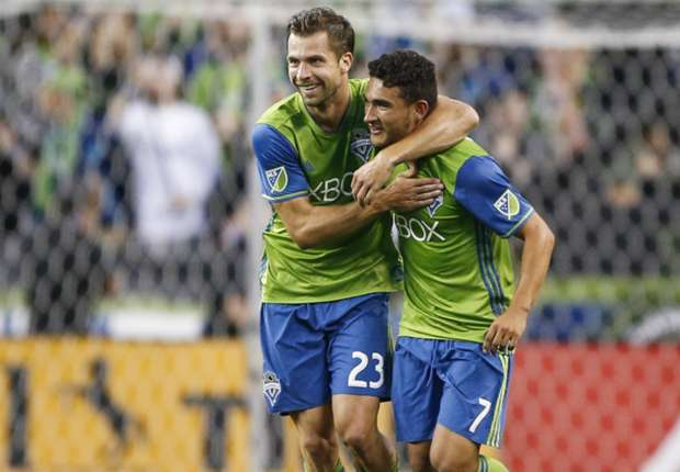 Andreas-ivanschitz-cristian-roldan-seattle-sounders-mls-07132016_lyj2b2uv8mfz1vv7i1ztym0ur