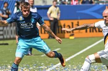 WATCH: Morris double helps Sounders sink LA